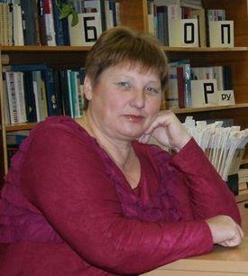 Заведующая Макаровской сельской библиотеки Напылова Татьяна Захаровна